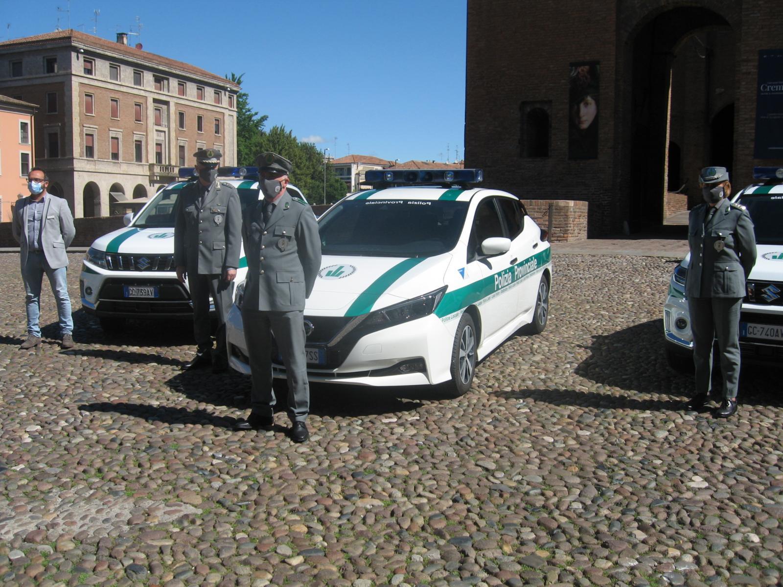 La presentazione delle tre nuove auto in Piazza Castello
