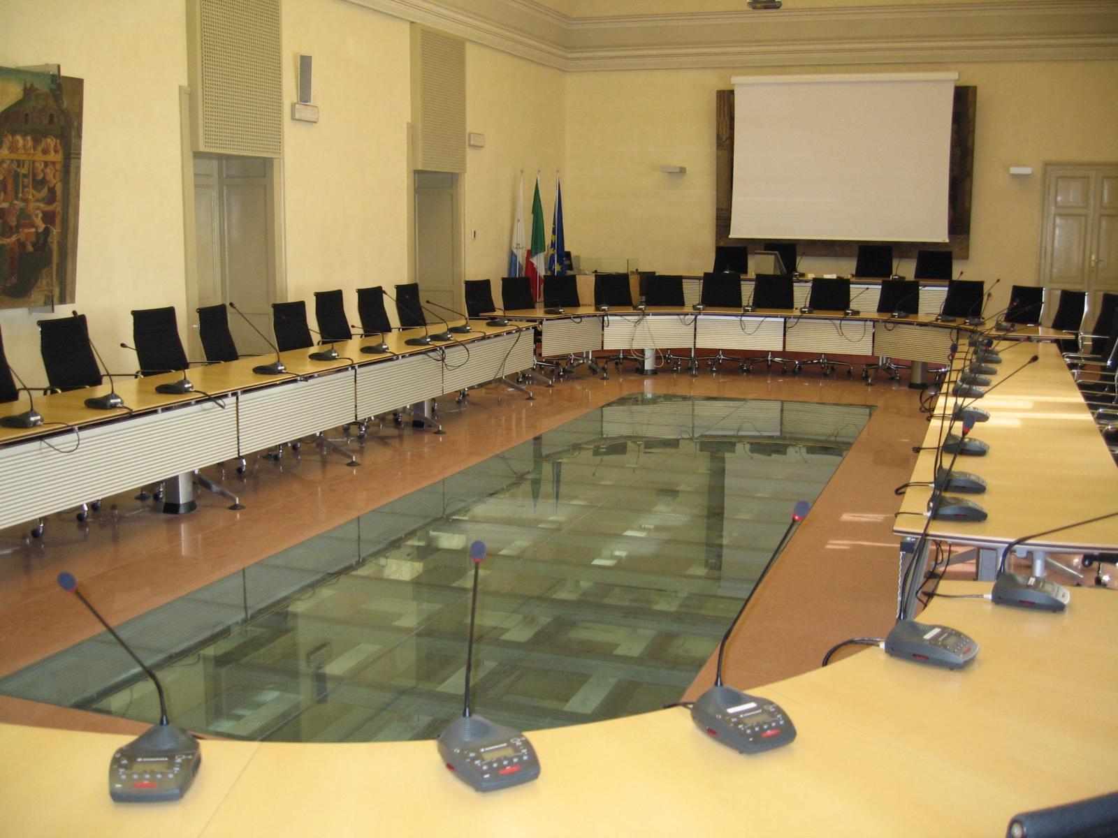 La sala del Consiglio provinciale in Castello Estense